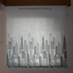 Ρόλλερ γκρι με τους ουρανοξύστες της Νέας Υόρκης.