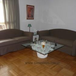Καλύμματα καναπέδων σε χτενισμένο καραβόπανο.