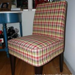 Ένα από τα 6 διαφορετικά καλύμματα καρέκλας, σε καρώ.
