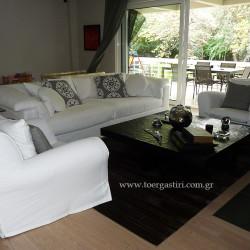 Καλύμματα σε καναπέ και πολυθρόνες απόχτενισμένο καραβόπανο με διακοσμητικά μαξιλάρια Kravet exclusive.