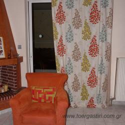 Κουρτίνα σε σαλόνι, καραβόπανο με σχέδια της studio-g, σε συνδιασμό με καλύμμα σαλονιού.