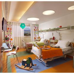 Κούρτίνες και κουβρ-λι στην παιδιατρική κλινική του νοσοκομείου Μητέρα.
